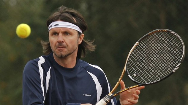 Former star footballers turn to tennis